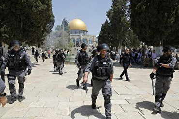 Israel Prevents Palestinians from Entering Al Aqsa Mosque